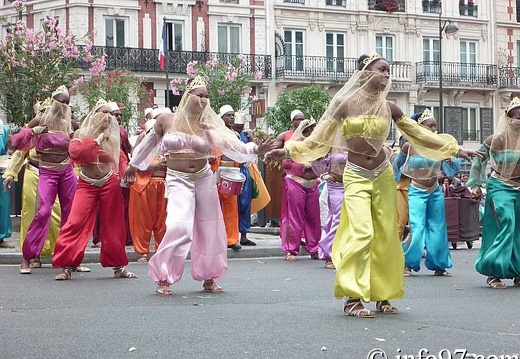 defile-paris-carnaval1220